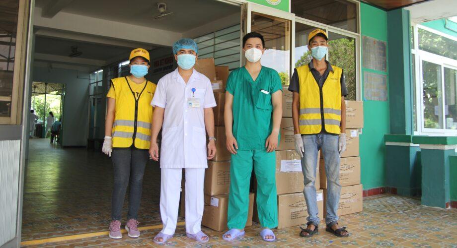 [PHÓNG SỰ] Vận chuyển miễn phí hơn 5 tấn vật tư y tế phục vụ y bác sỹ phòng chống đại dịch Covid-19